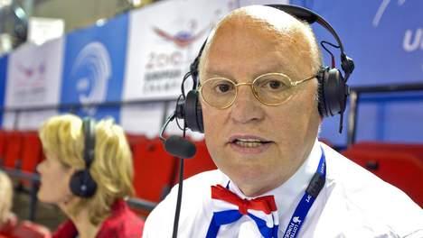 2010-04-20 00:00:00 BIRMINGHAM - NOS-commentator en oud-bondscoach bij het turnen, Hans van Zetten, zondag tijdens de toestelfinales bij het Europees Kampioenschap turnen voor mannen in Birmingham. ANP KOEN SUYK